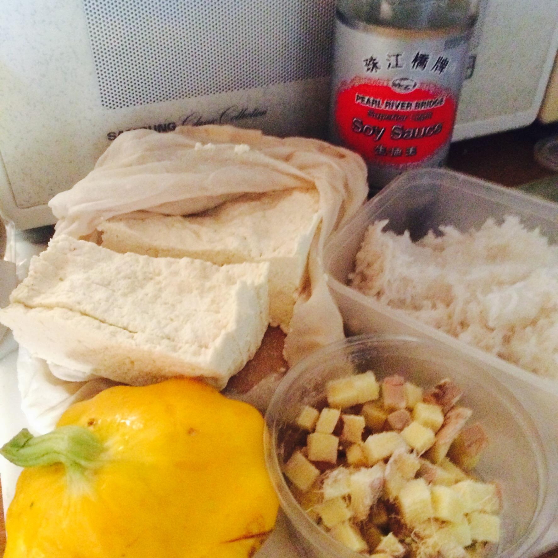 Ingredients ready to make yummy ginger and tofu rice | midorigreen.co.uk